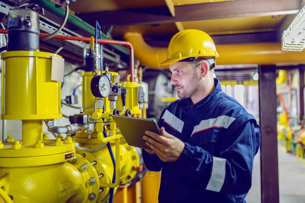 Energy engineer running maintenance check with ViiBE, a proud member of EVOLEN' UP